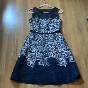 Patterned circle neck floral dress medium